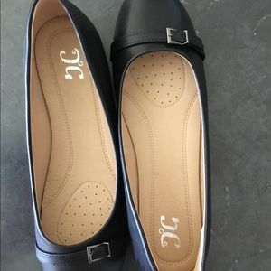 Journee Collection Black Flats